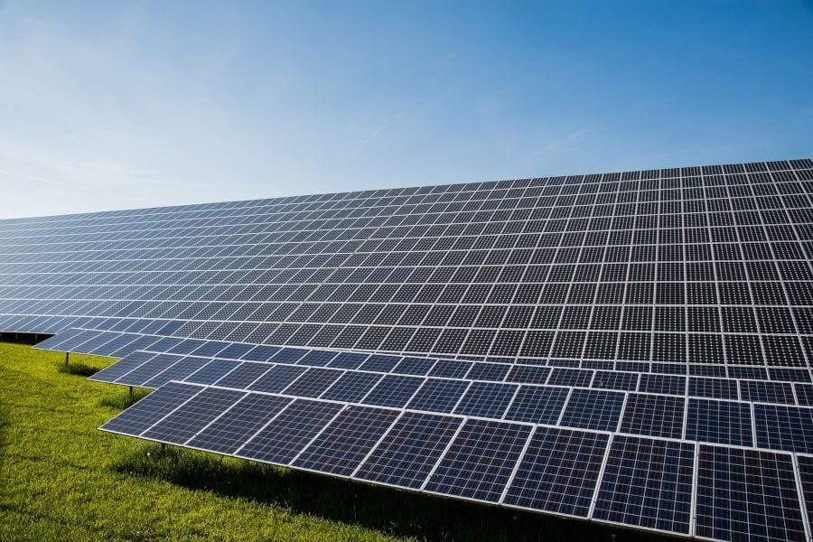 Solarmodule auf einer Freifläche